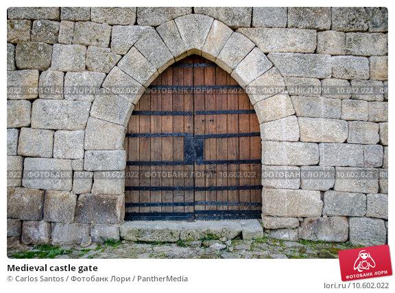 Medieval castle gate. Стоковое фото, фотограф Carlos Santos / PantherMedia / Фотобанк Лори