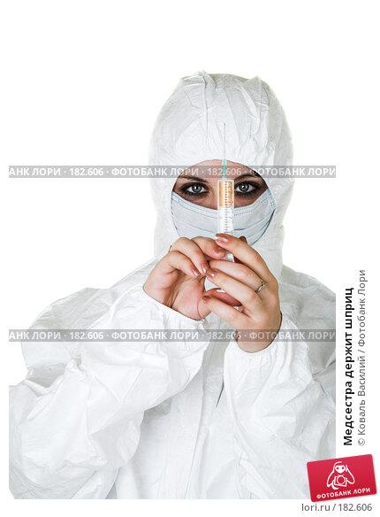 Медсестра держит шприц, фото № 182606, снято 8 декабря 2006 г. (c) Коваль Василий / Фотобанк Лори