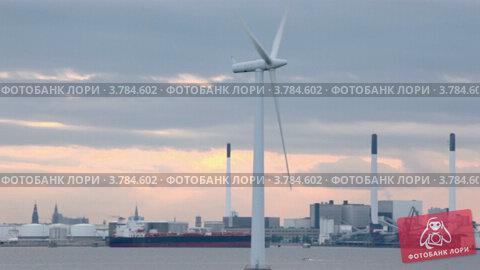 Мельница для производства электрической энергии в море, недалеко от завода, видеоролик № 3784602, снято 28 июня 2012 г. (c) Losevsky Pavel / Фотобанк Лори