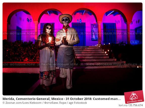 Merida, Cementerio General, Mexico - 31 October 2018: Customed man... Стоковое фото, фотограф Zoonar.com/Loes Kieboom / age Fotostock / Фотобанк Лори