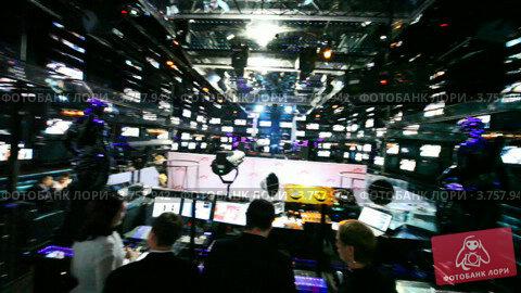 Купить «Много мониторов в кафе», видеоролик № 3757942, снято 12 октября 2011 г. (c) Losevsky Pavel / Фотобанк Лори