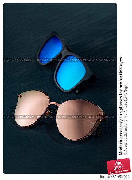 Modern accessory sun glasses for protection eyes. Стоковое фото, фотограф Ярослав Данильченко / Фотобанк Лори