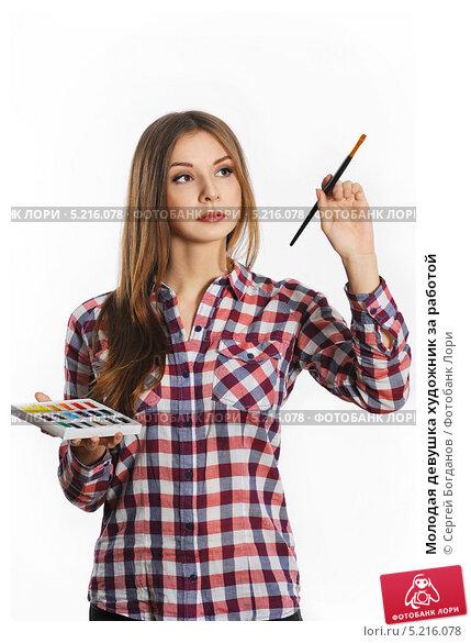 Девушка художник за работой вечерняя работа для девушки
