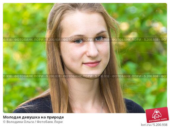 molodaya-zhenshina-na-prirode