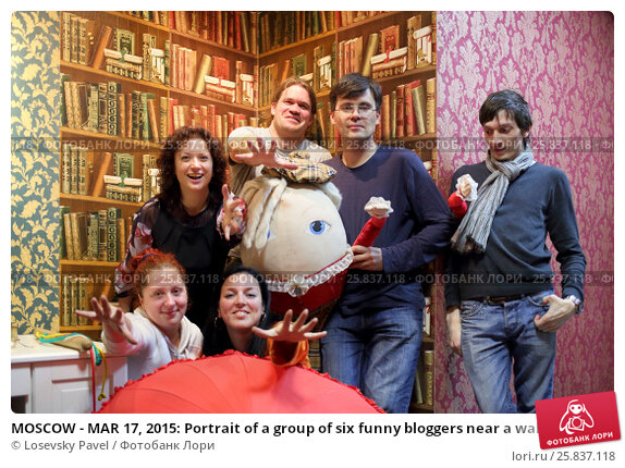 Купить «MOSCOW - MAR 17, 2015: Portrait of a group of six funny bloggers near a wall with painted shelves and books in the quest Funlock», фото № 25837118, снято 17 марта 2015 г. (c) Losevsky Pavel / Фотобанк Лори