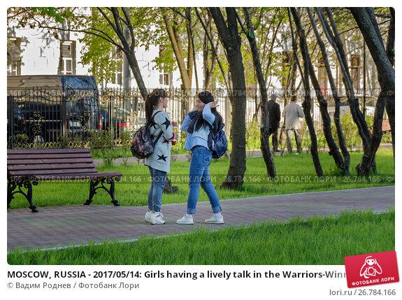 Купить «MOSCOW, RUSSIA - 2017/05/14: Girls having a lively talk in the Warriors-Winners Park in Lefortovo neighborhood», фото № 26784166, снято 14 мая 2017 г. (c) Вадим Роднев / Фотобанк Лори