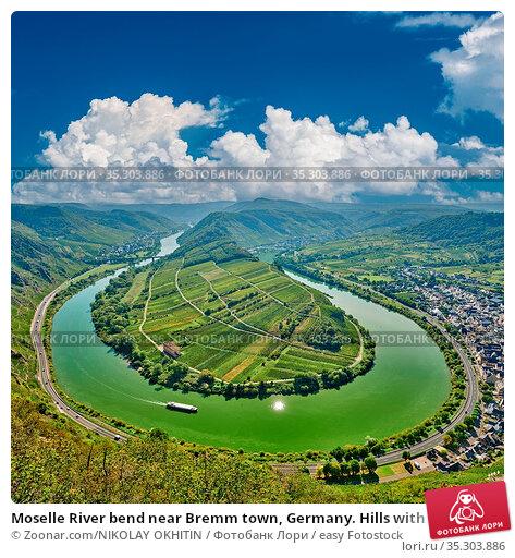 Moselle River bend near Bremm town, Germany. Hills with vineyards... Стоковое фото, фотограф Zoonar.com/NIKOLAY OKHITIN / easy Fotostock / Фотобанк Лори