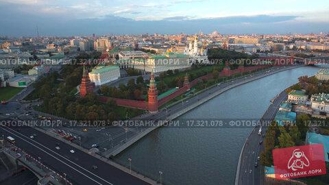 Купить «Москва, Кремль. Вид с дрона», видеоролик № 17321078, снято 19 апреля 2019 г. (c) kinocopter / Фотобанк Лори