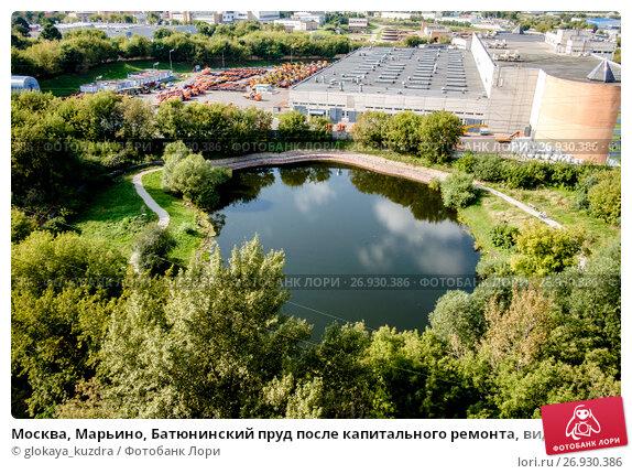 Купить «Москва, Марьино, Батюнинский пруд после капитального ремонта, вид сверху», фото № 26930386, снято 10 сентября 2017 г. (c) glokaya_kuzdra / Фотобанк Лори