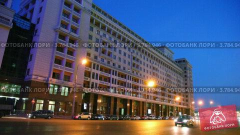 Купить «Москва, вечернее движение машин на Охотном ряду», видеоролик № 3784946, снято 20 июля 2012 г. (c) Losevsky Pavel / Фотобанк Лори