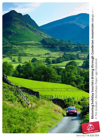 Купить «Motoring holiday tourists driving through Cumbrian mountain range near Derwentwater in Lake District National Park, UK», фото № 14426094, снято 18 марта 2019 г. (c) age Fotostock / Фотобанк Лори