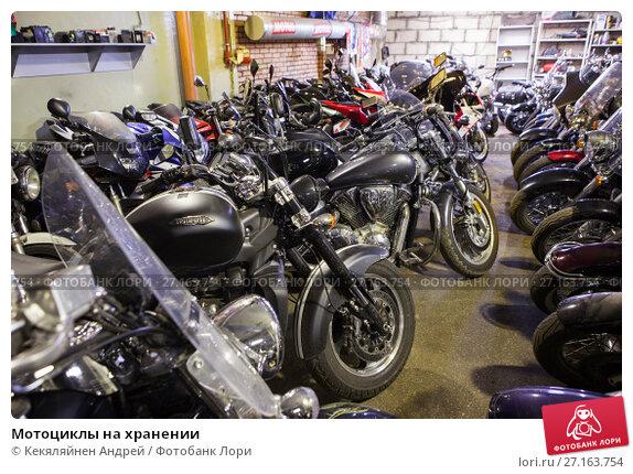 Купить «Мотоциклы на хранении», фото № 27163754, снято 31 октября 2017 г. (c) Кекяляйнен Андрей / Фотобанк Лори
