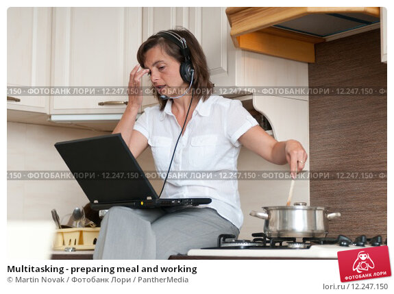 Купить «Multitasking - preparing meal and working», фото № 12247150, снято 19 апреля 2019 г. (c) PantherMedia / Фотобанк Лори