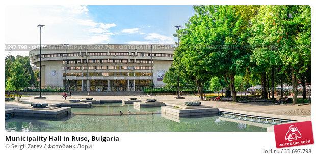 Купить «Municipality Hall in Ruse, Bulgaria», фото № 33697798, снято 26 июля 2019 г. (c) Sergii Zarev / Фотобанк Лори