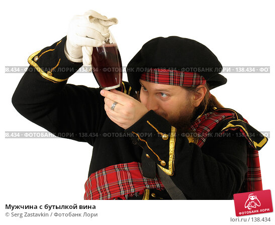 Мужчина с бутылкой вина, фото № 138434, снято 7 января 2006 г. (c) Serg Zastavkin / Фотобанк Лори