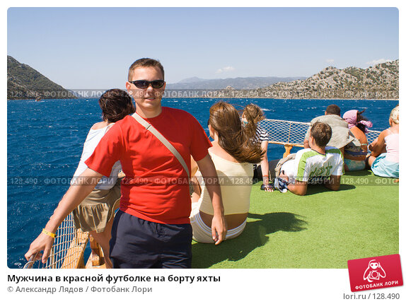 Мужчина в красной футболке на борту яхты, фото № 128490, снято 8 сентября 2007 г. (c) Александр Лядов / Фотобанк Лори