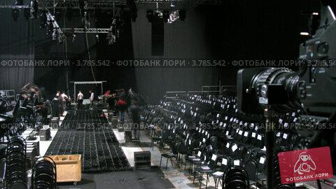 Купить «Мужчины разбирают стулья после парада моделей, таймлапс», видеоролик № 3785542, снято 26 апреля 2012 г. (c) Losevsky Pavel / Фотобанк Лори