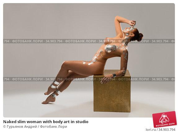 Naked slim woman with body art in studio. Стоковое фото, фотограф Гурьянов Андрей / Фотобанк Лори