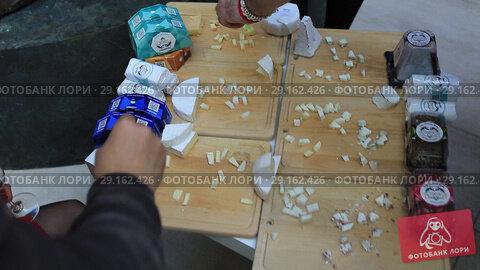Купить «Нарезка разных сортов сыра для презентации», видеоролик № 29162426, снято 19 апреля 2019 г. (c) Евгений Ткачёв / Фотобанк Лори