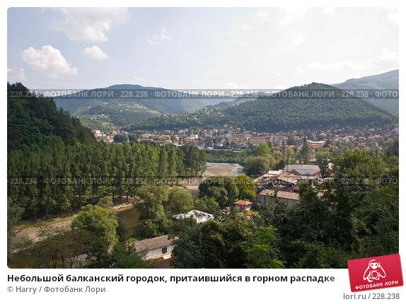 Небольшой балканский городок, притаившийся в горном распадке, фото № 228238, снято 19 августа 2007 г. (c) Harry / Фотобанк Лори