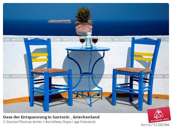 oase der entspannung in santorin griechenland 13320566 age fotostock. Black Bedroom Furniture Sets. Home Design Ideas