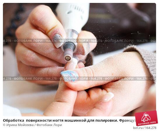 Купить «Обработка  поверхности ногтя машинкой для полировки. Французский маникюр», фото № 164278, снято 26 декабря 2007 г. (c) Ирина Мойсеева / Фотобанк Лори