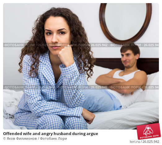 Offended wife and angry husband during argue, фото № 26025942, снято 27 апреля 2017 г. (c) Яков Филимонов / Фотобанк Лори