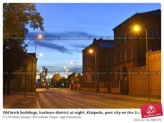 Купить «Old brick buildings, harbour district at night, Klaipeda, port city on the Baltic Sea, Lithuania, Europe.», фото № 32348570, снято 23 июня 2019 г. (c) age Fotostock / Фотобанк Лори