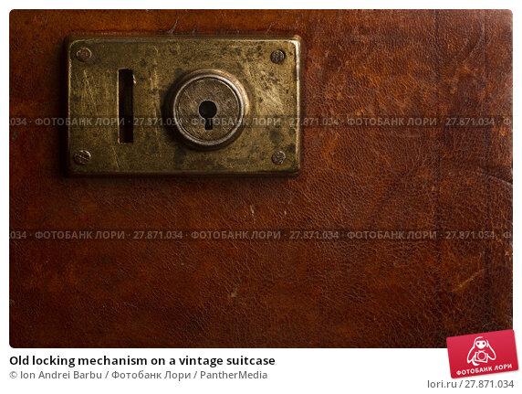 Купить «Old locking mechanism on a vintage suitcase», фото № 27871034, снято 15 февраля 2019 г. (c) PantherMedia / Фотобанк Лори