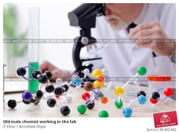 Old male chemist working in the lab. Стоковое фото, фотограф Elnur / Фотобанк Лори