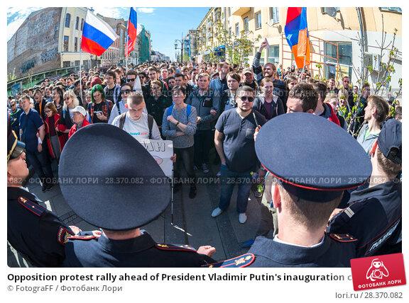 Купить «Opposition protest rally ahead of President Vladimir Putin's inauguration ceremony», фото № 28370082, снято 5 мая 2018 г. (c) FotograFF / Фотобанк Лори
