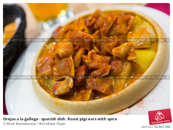 Orejas a la gallega - spanish dish. Roast pigs ears with spice. Стоковое фото, фотограф Яков Филимонов / Фотобанк Лори