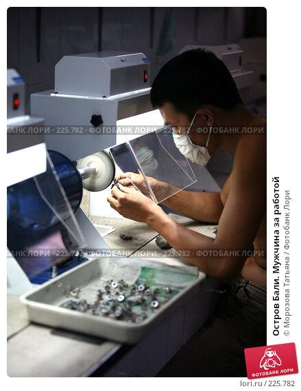 Остров Бали. Мужчина за работой, фото № 225782, снято 24 февраля 2008 г. (c) Морозова Татьяна / Фотобанк Лори