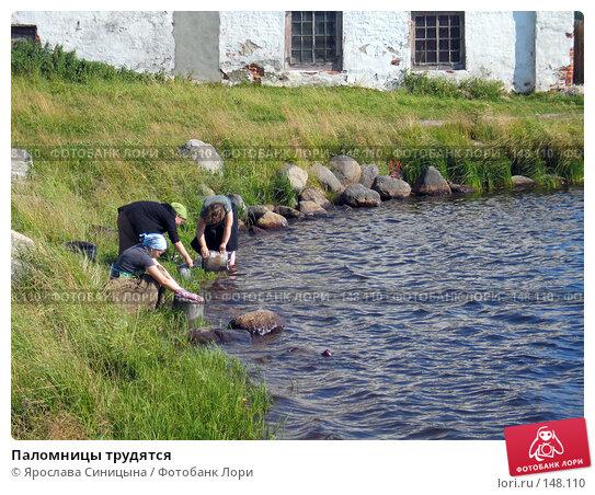 Паломницы трудятся, фото № 148110, снято 16 августа 2007 г. (c) Ярослава Синицына / Фотобанк Лори