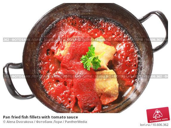 Pan fried fish fillets with tomato sauce. Стоковое фото, фотограф Alena Dvorakova / PantherMedia / Фотобанк Лори