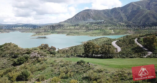 Купить «Panoramic view over Embalse de Zahara inland lake, Andalusia, Spain», видеоролик № 33271014, снято 18 апреля 2019 г. (c) Яков Филимонов / Фотобанк Лори
