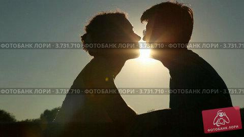 Купить «Пара влюбленных», видеоролик № 3731710, снято 8 января 2011 г. (c) Losevsky Pavel / Фотобанк Лори