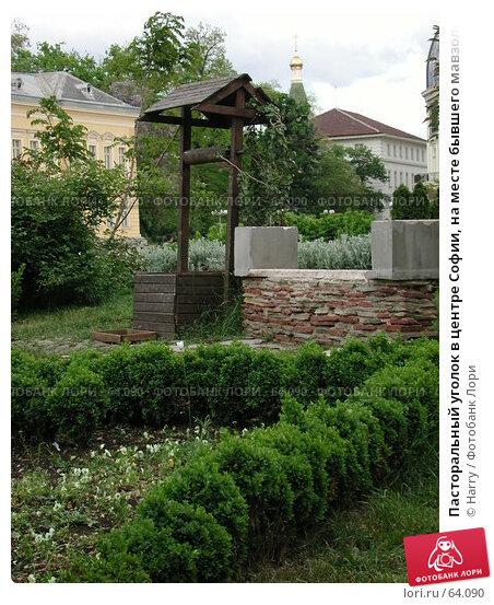 Пасторальный уголок в центре Софии, на месте бывшего мавзолея Димитрова, напротив бывшего царского дворца, у дороги желтых кирпичей, фото № 64090, снято 6 мая 2004 г. (c) Harry / Фотобанк Лори