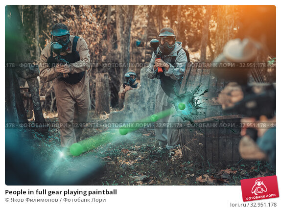 People in full gear playing paintball. Стоковое фото, фотограф Яков Филимонов / Фотобанк Лори