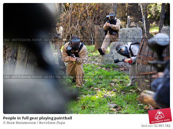 Купить «People in full gear playing paintball», фото № 32951182, снято 3 июля 2020 г. (c) Яков Филимонов / Фотобанк Лори