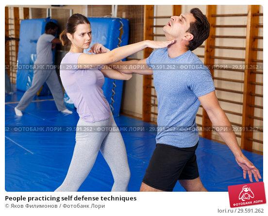 Купить «People practicing self defense techniques», фото № 29591262, снято 31 октября 2018 г. (c) Яков Филимонов / Фотобанк Лори