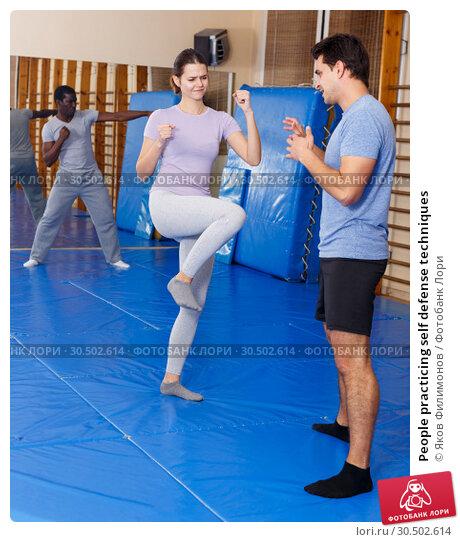Купить «People practicing self defense techniques», фото № 30502614, снято 31 октября 2018 г. (c) Яков Филимонов / Фотобанк Лори