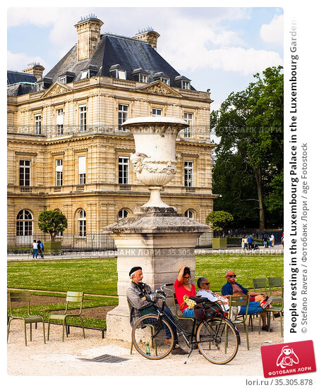 People resting in the Luxembourg Palace in the Luxembourg Gardens... (2018 год). Редакционное фото, фотограф Stefano Ravera / age Fotostock / Фотобанк Лори