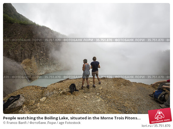 People watching the Boiling Lake, situated in the Morne Trois Pitons... (2015 год). Редакционное фото, фотограф Franco Banfi / age Fotostock / Фотобанк Лори