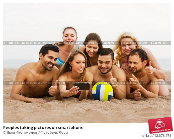 Купить «Peoples taking pictures on smartphone», фото № 12878978, снято 15 октября 2018 г. (c) Яков Филимонов / Фотобанк Лори