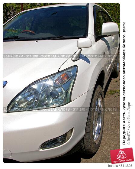 Передняя часть кузова легкового автомобиля белого цвета, фото № 311398, снято 4 июня 2008 г. (c) RedTC / Фотобанк Лори