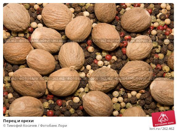 Перец и орехи, фото № 262462, снято 19 апреля 2008 г. (c) Тимофей Косачев / Фотобанк Лори