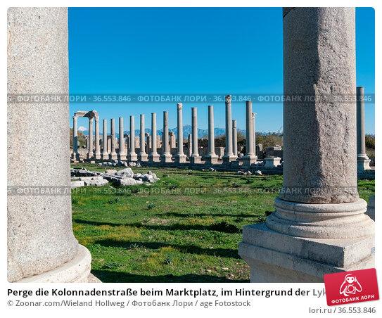 Perge die Kolonnadenstraße beim Marktplatz, im Hintergrund der Lykische... Стоковое фото, фотограф Zoonar.com/Wieland Hollweg / age Fotostock / Фотобанк Лори