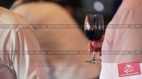 Person with glass of wine, видеоролик № 25795182, снято 16 марта 2016 г. (c) Алексей Макаров / Фотобанк Лори