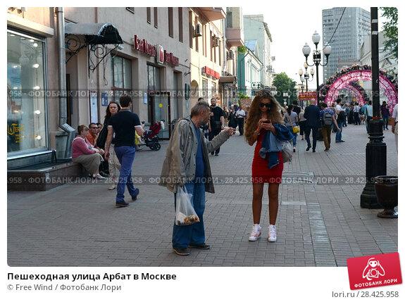 Купить «Пешеходная улица Арбат в Москве», фото № 28425958, снято 27 мая 2016 г. (c) Free Wind / Фотобанк Лори